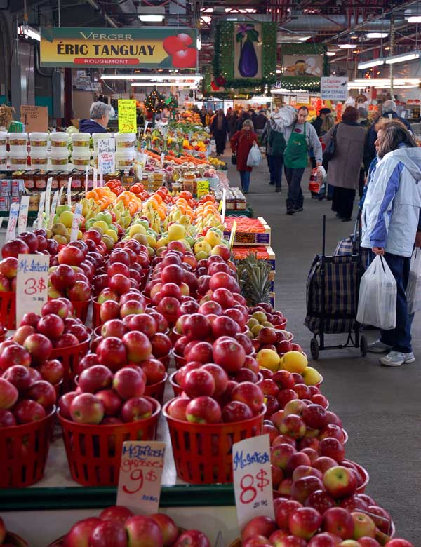 Indoors at March Jean-Talon